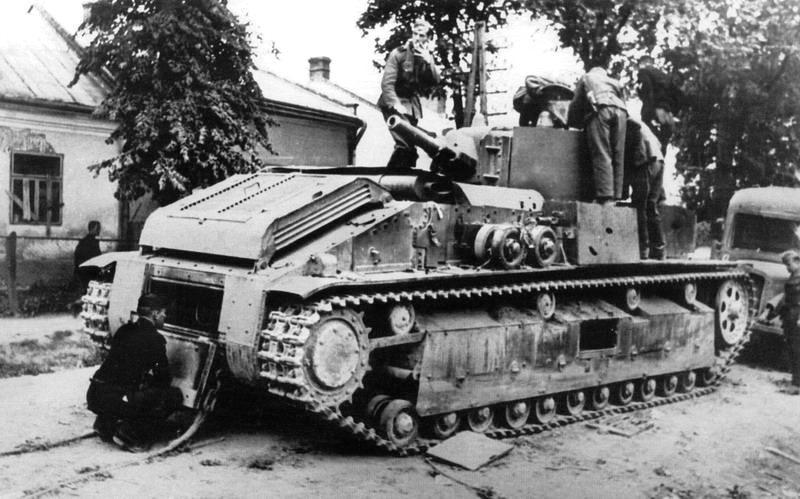 Танк Т-28э из 8-й тд 4-го мк ЮЗФ оставленный на ул.Леси Украинки в г. Жолква Львовской обл.