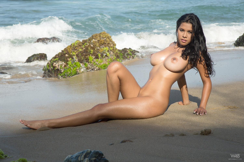 большой пляже с грудью на итальянка