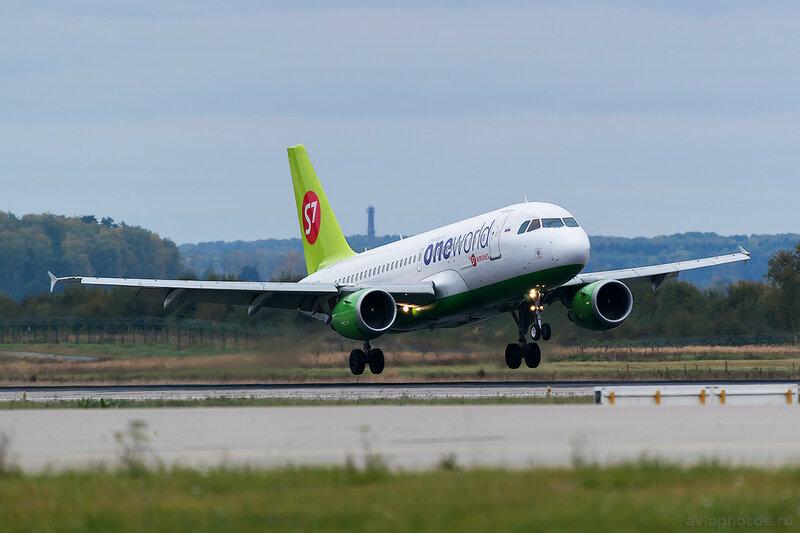 Airbus A319-114 (VP-BTN) S7 0332 D805651
