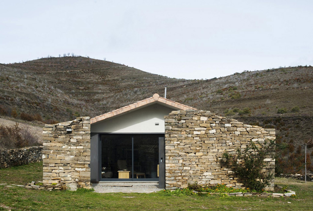 secluded-vacation-home-in-the-pyrenees-8.jpg