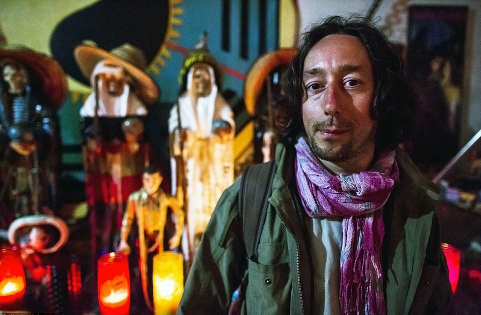Турист из Италии Сэмюэль Каселла перед началом ритуала заявил: «Думаю, что сегодня я увижу что-т