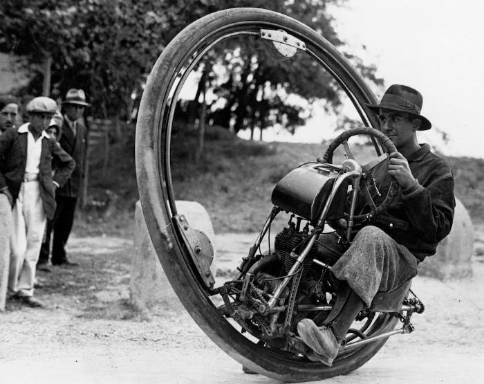 Необычное транспортное средство, которое отличалось плохим обзором и управляемость, а также отсутств