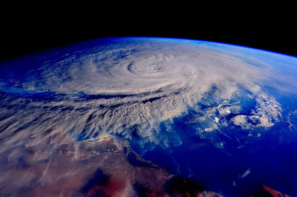 27. Знаменитый глаз Сахары – кольцевая структура Ришат диаметром в 50 километров видна даже из
