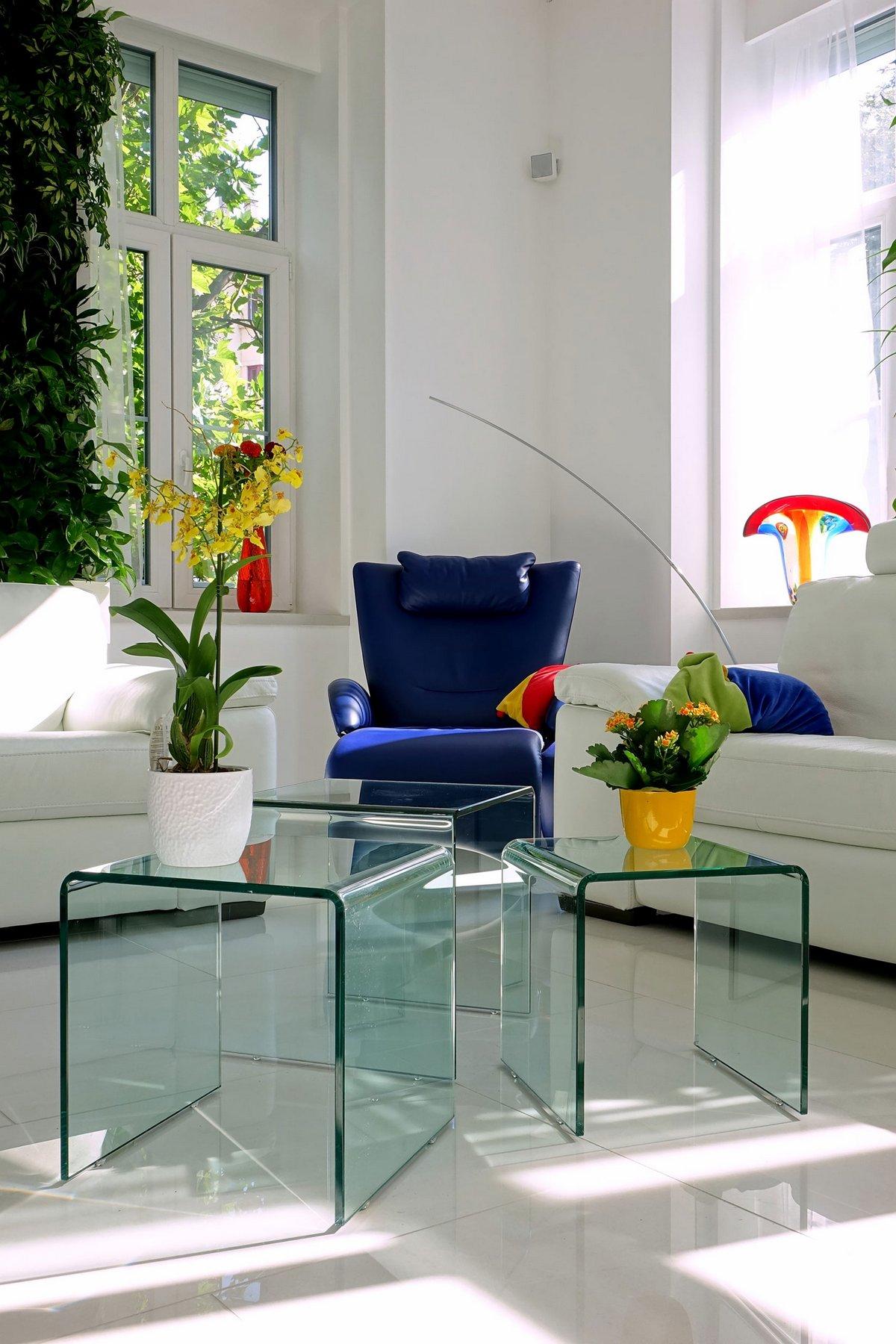 Margeza, белые стены в интерьере фото, яркая мебель в квартире фото, декоративные светильники фото, квартира в Будапеште, Halasz Utca