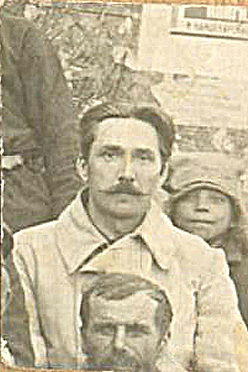 37. В августе 1937 был арестован и находился в заключении Ян Семенович Горбан - муж её старшей сестры Эммы, работавший директором хлебопекарни Уярского райпотребсоюза