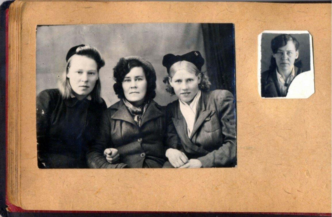 55. Двоюродные сестры Тайга Петерсон, Фрида Эглит (Моисеенко), Вилма Лиепа