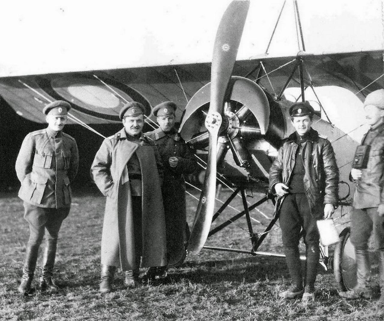 Офицеры 30-го авиаотряда, приданного 3-му кавалерийскому корпусу