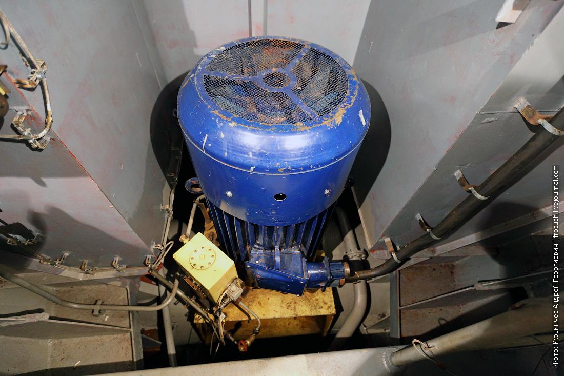 двигатель носового подруливающего устройства фото теплоход Русь Великая