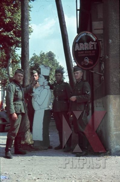 stock-photo-soldiers-france-1940-restaurent-cook-advertisements-8757.jpg