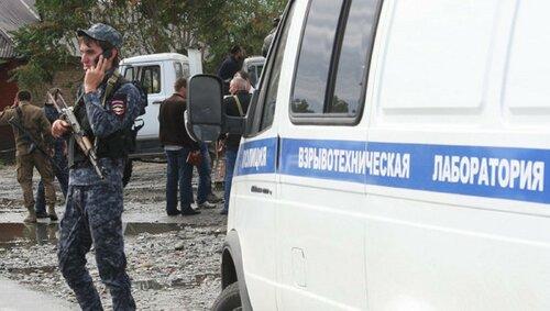Видеозапись самоподрыва террориста у КПП в Грозном