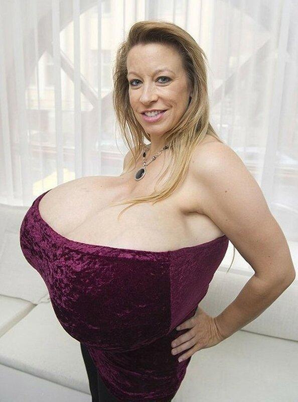 Самая большая грудь в мире без одежды, свингеры би фото
