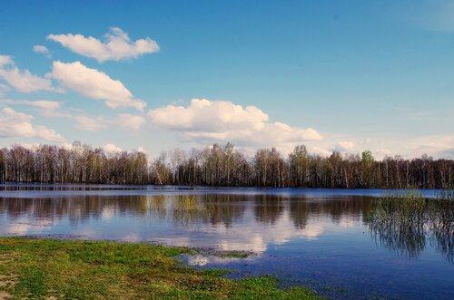 весеннее озеро