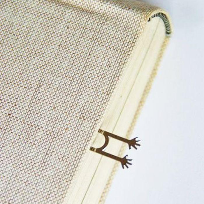 4. Закладка «Спасите меня!» С такой закладкой страшновато захлопывать книгу.