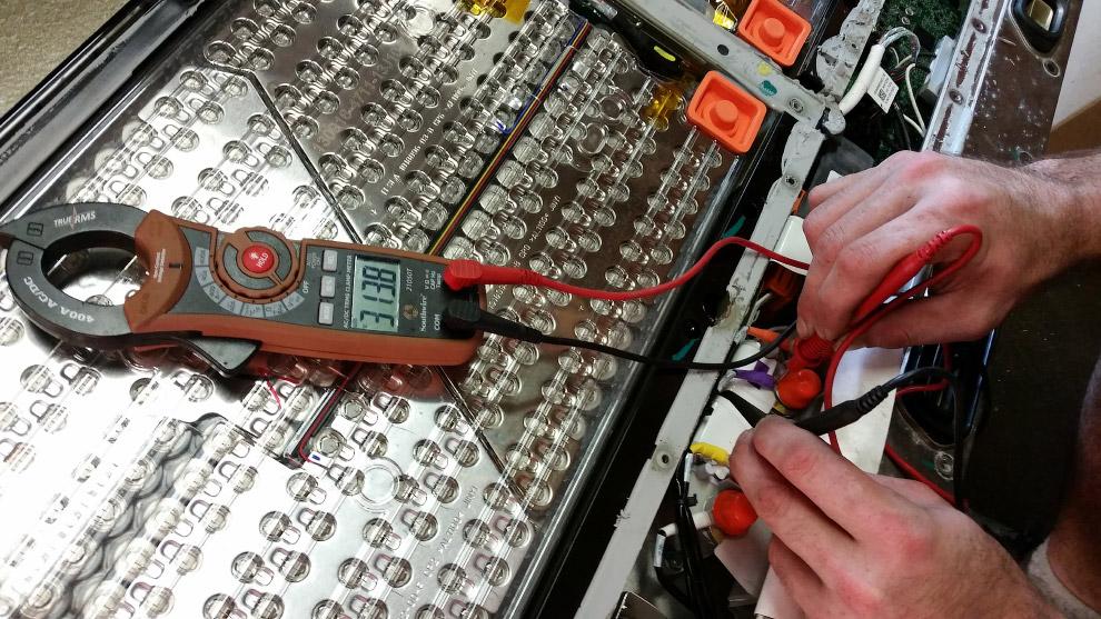 6. Каждый блок состоит из 74 элементов, по виду крайне схожих с простыми пальчиковыми батарейка