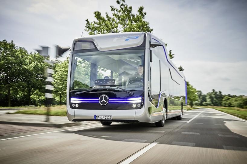 Автобус будущего от Mercedes-Benz (7 фото)