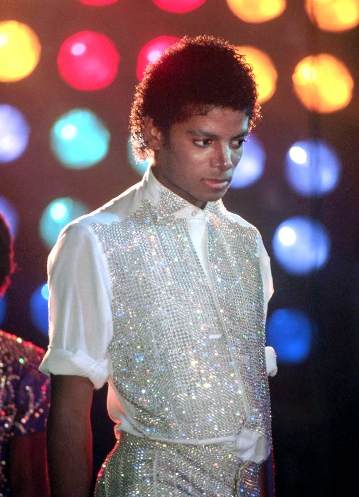 Майкл Джексон выступает во время тура со своими братьями в 1981 году. Во время этого тура Майкл нача