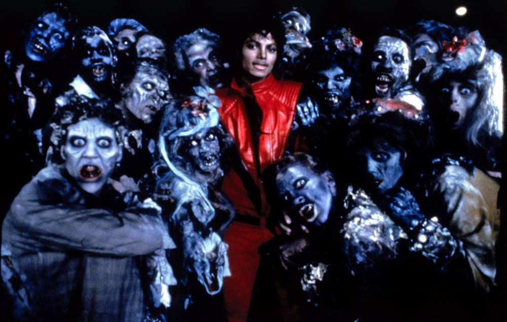 Джексон с группой танцоров на съемке клипа на песню «Триллер» в 1983 году. «Триллер» произвел револю