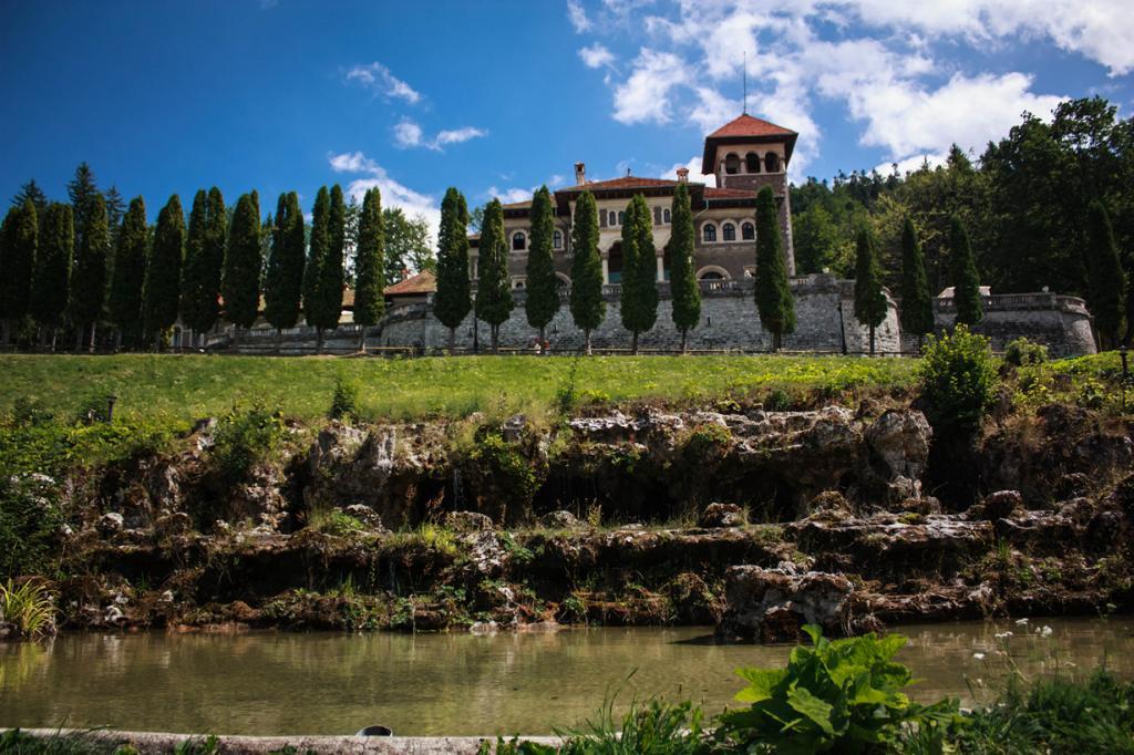 Самые интересные замки Румынии (12 фото)