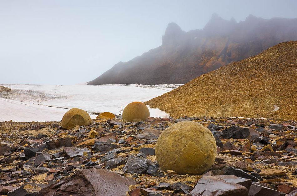 Точное происхождение камней неизвестно.