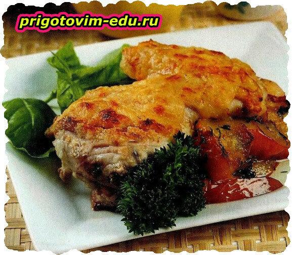 Жареная курица с яблоками и сыром