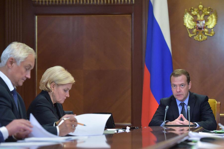 Медведев, Белоусов, Голодец, сентябрь 2016.png