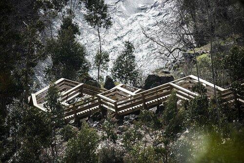 Португалия, тропинка в горах с панорамными видами
