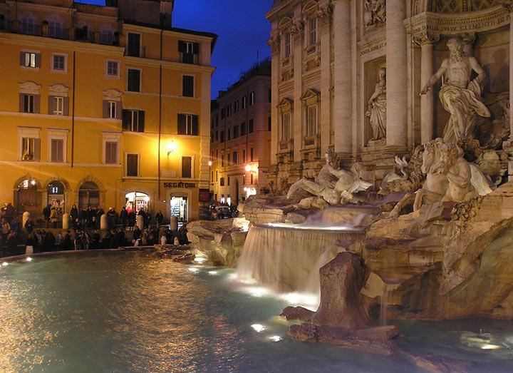 8. Фонтан Треви в Риме Бросив монетку в фонтан, вы не только еще раз вернетесь в Вечный город, но и