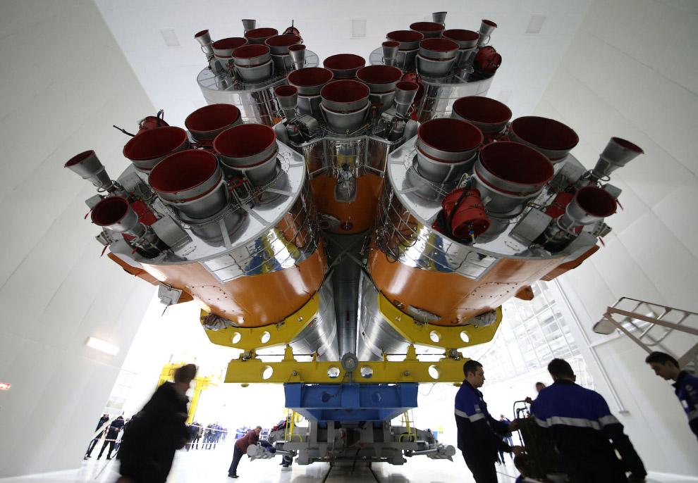 11. Установка ракеты на стартовой площадке космодрома Восточный, 21 марта 2016. (Фото Marina Ly