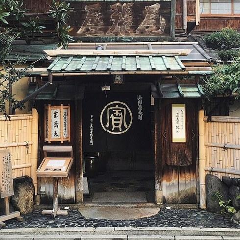 Ресторан Honke Owariya в Киото был открыт в 1465 году и вот уже на протяжении 500 лет остается визит