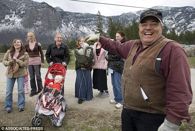В Юте мормоны пытаются добиться признания многоженства законным.