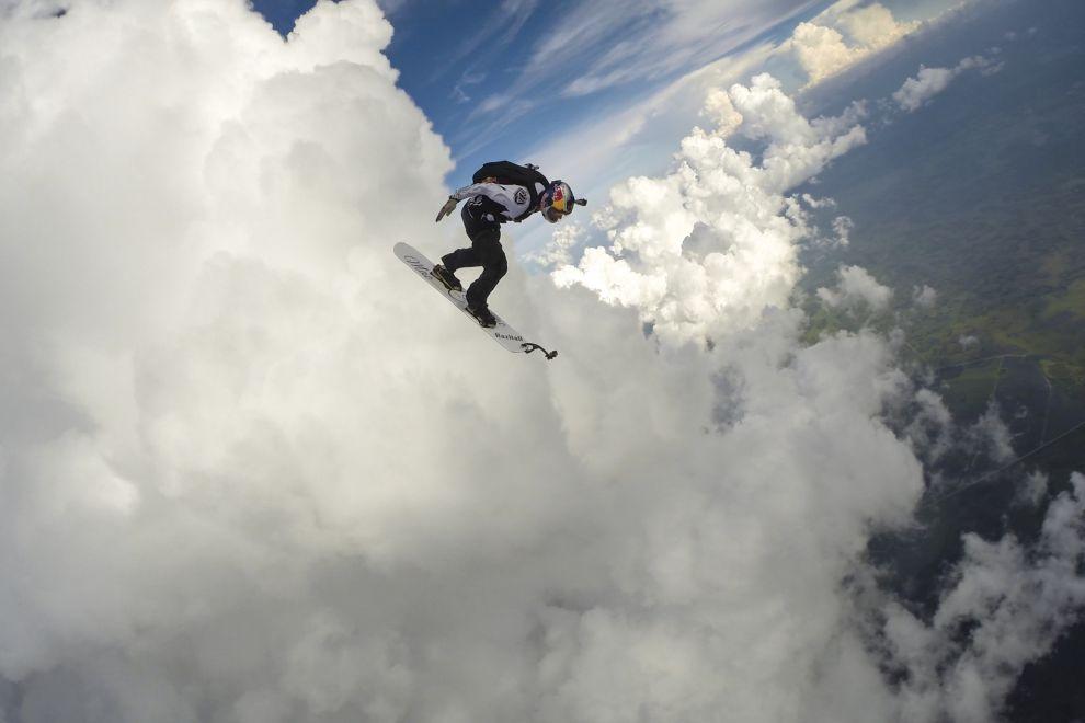 Скайсёрфинг среди сверкающих молний: трюк, на который способны немногие