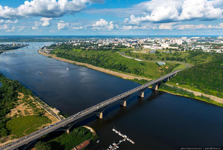 36. Молитовский мост — единственный в Нижнем Новгороде, по которому осуществляется трамвайное движен