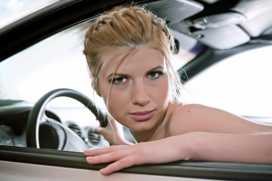 2. В Германии автомобиль считается частной собственностью, поэтому можно смело садиться за руль голы