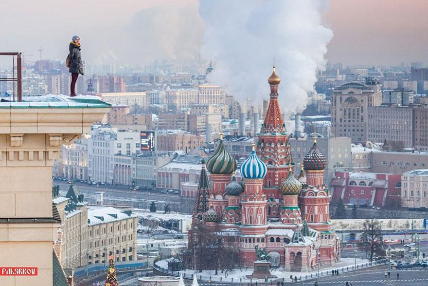 Эта русская девушка делает самые рискованные селфи