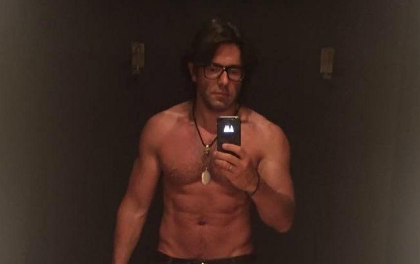 Андрей Малахов снова порадовал фанаток своим голым торсом