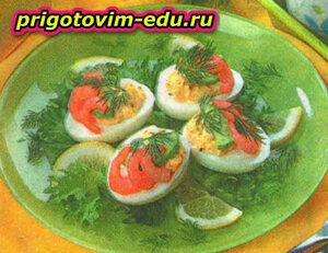 Праздничная закуска в половинках яиц