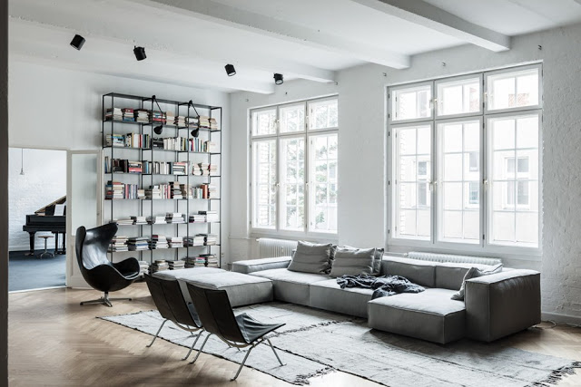 Take a look at this beautifully decorated, minimalistic and monochromatic loft in the heart of Berli