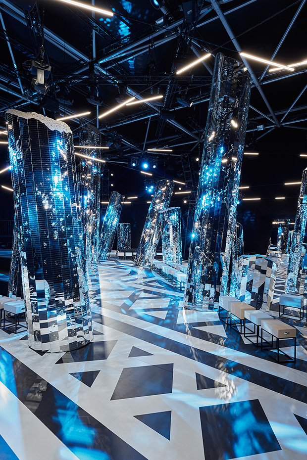 Louis Vuitton FW16 Women's Fashion Show Scenography - Your Daily Architecture & Design Update