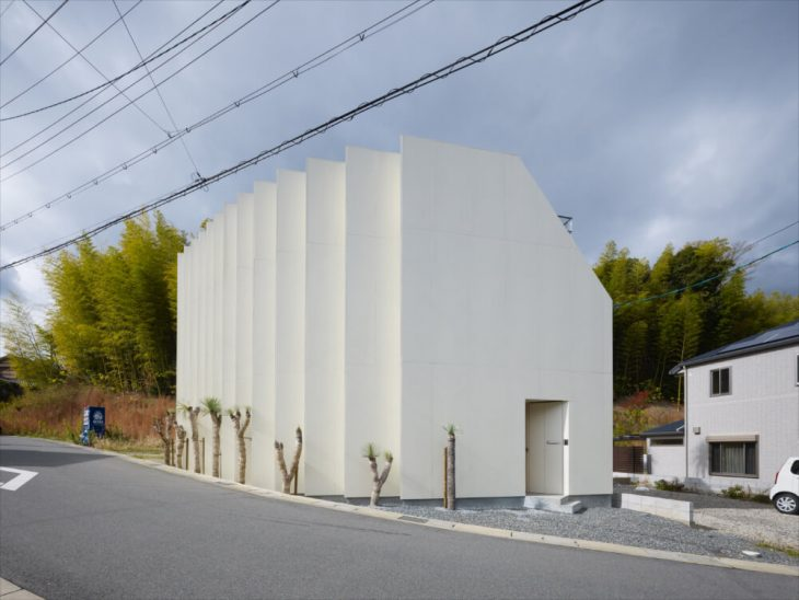 The house is located in a neighborhood some distance to the south-west of an area in Kyoto known for