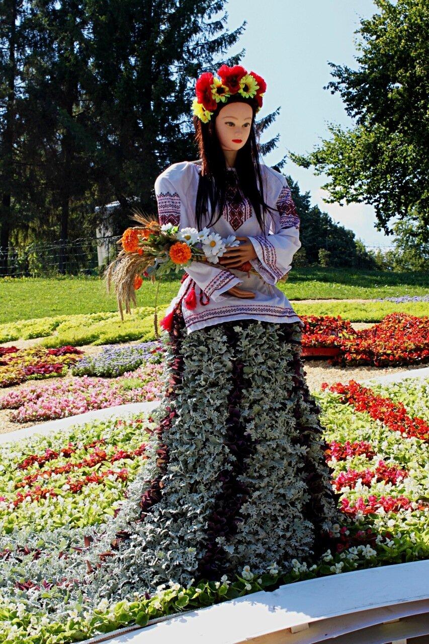 """Выставка цветов на Певческом поле к Дню Незалежности 2016 """"Гордость твоя, Украина"""""""