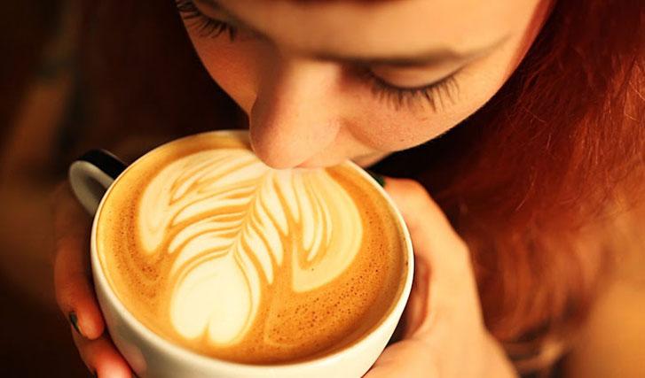 попробуйте кофе с минетом в швейцарском Fellatio Cafe