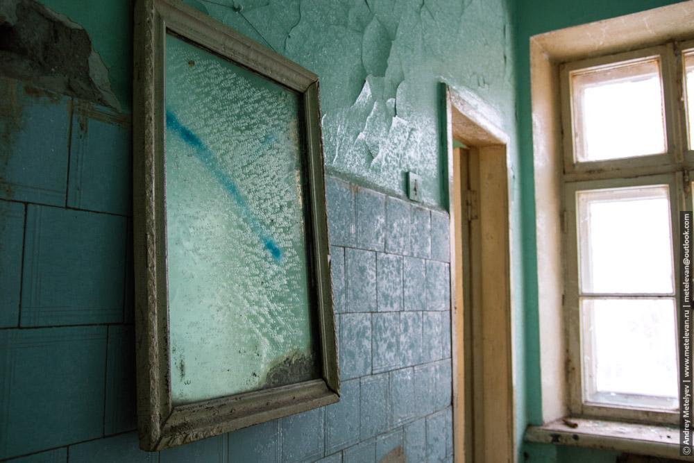 старое зеркало в больнице