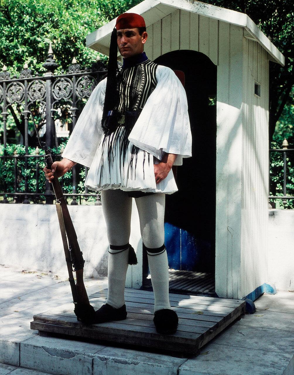 Эвзонос, королевский гвардеец