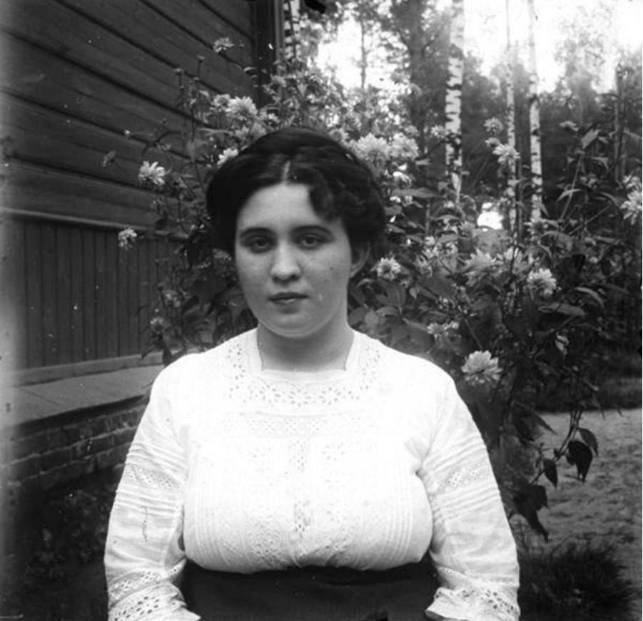А. Н. Авдонина (в девичестве Батхель), жена фотографа