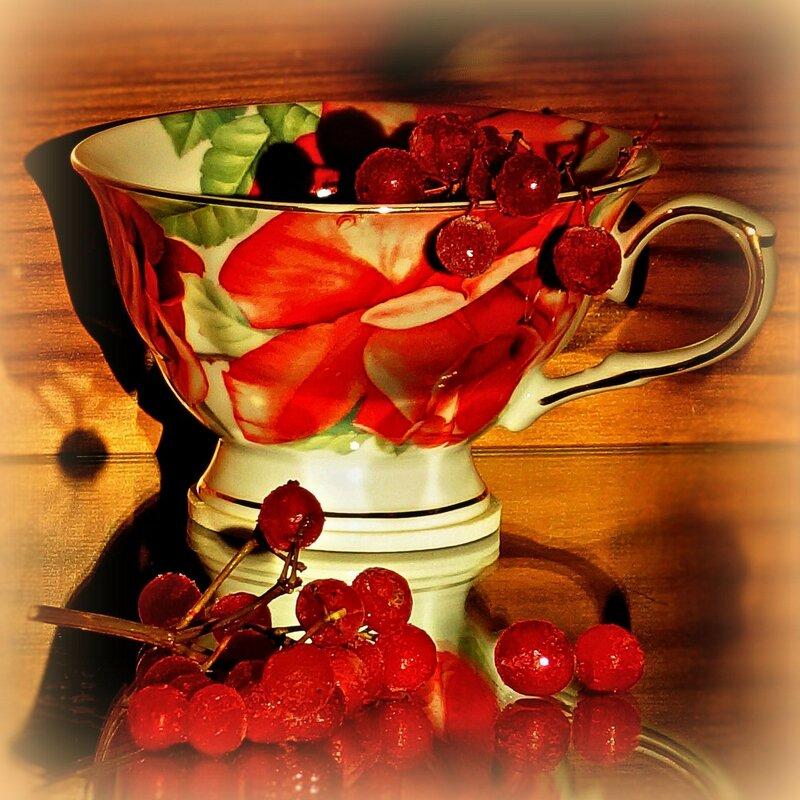 чашка и ягоды...