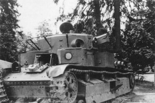 Брошенный танк Т-28. Белоруссия, 1941 год.