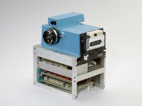 The World's First digital camera 1975.jpg