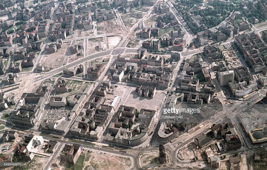 Берлин 1958с  Suedlich Gedaechniskirche.jpg