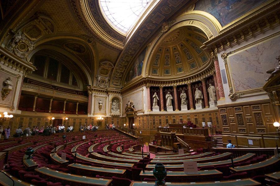 L'hémicycle_du_Sénat_français_en_septembre_2009.png