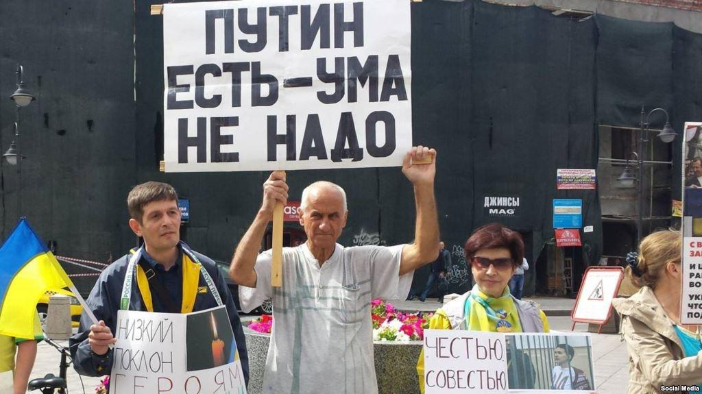 Обвиняемого занарушения намитингах 76-летнего активиста Ионова госпитализировали
